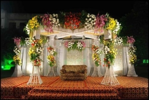 What flowers are offered as a component of the decoration du