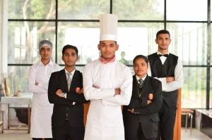 What reason the reason to pick a hotel management course?