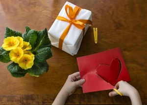 Order birthday gift for wife online through Winni