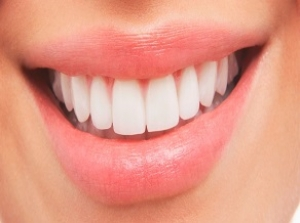 Smile Makeover by Cosmetic Dentist at Best Price in Delhi.